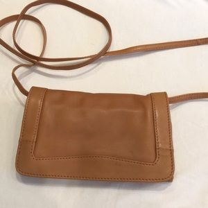 NWOT Kenneth Cole Leather wallet inside style
